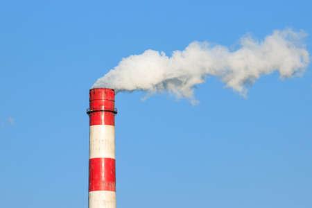 sustancias toxicas: De escape y el humo de la chimenea Foto de archivo