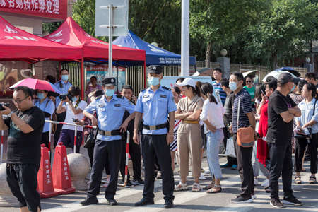 The National Unified Examination for Enrollment of Regular Colleges and Universities in 2020 is held on July 7, 2020. Outside the Luzhou District Experimental Middle School in Changzhi City, Shanxi Province, China, teachers, parents, medical staff and sec Editorial