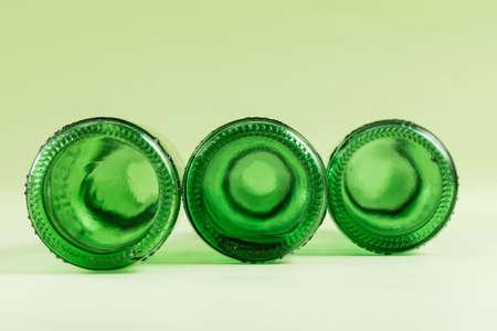 An empty wine bottle on a green background Standard-Bild