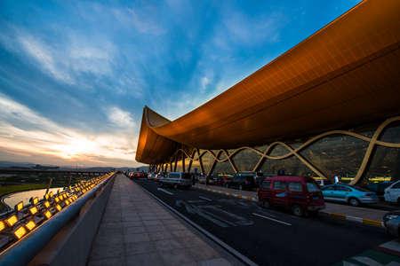 long: Kunming long water Airport