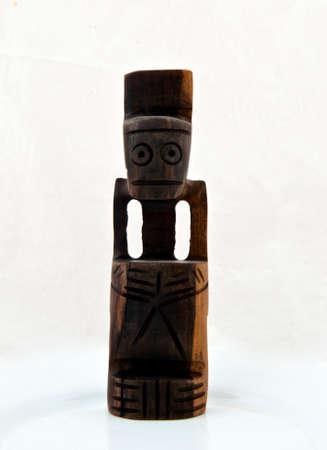 wood figurine: Afro estatuilla de madera tradicional aislado en blanco