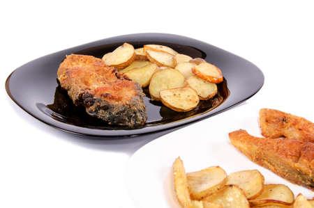 pescado frito: Pescado frito y papas fritas