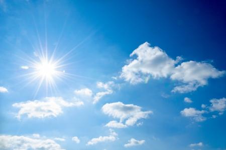 sol: Fuerte sol y cielos