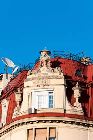 satelite: Interesante viejo techo con sat�lite Foto de archivo