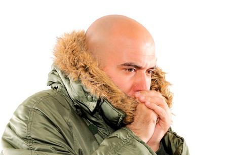 bald man: Hombre calvo freezeing aislado en blanco