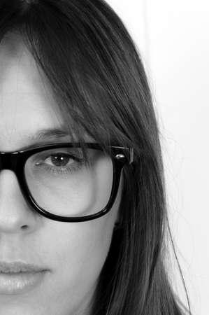 adn: La mitad de la cara femenina en negro adn t�cnica blanco