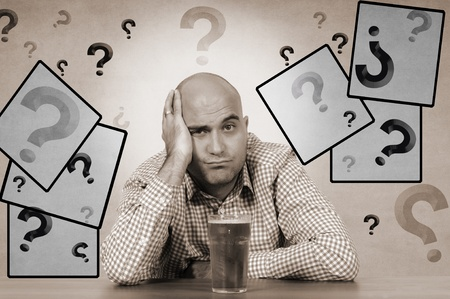 hesitating: El hombre dudando si debe beber cerveza collage Foto de archivo