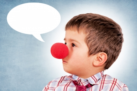 nez de clown: Gar�on avec le nez de clown