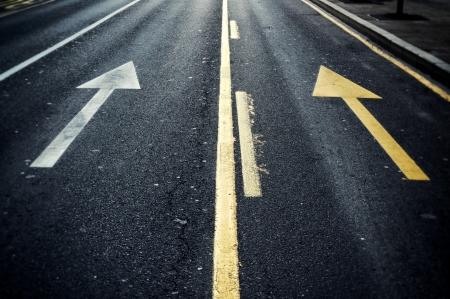 白と黄色の矢印通りに