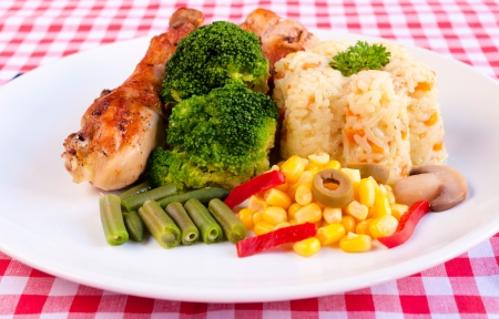 Prepared chicken leg with vegetables Stock Photo - 19198867