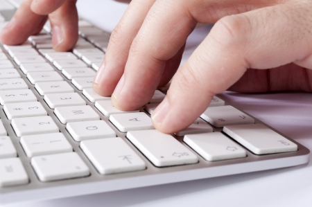 teclado: Selectivo se centran en los dedos centrales de la mano izquierda Foto de archivo