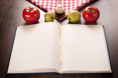 空の料理や木製のテーブルの上の有機食品 写真素材
