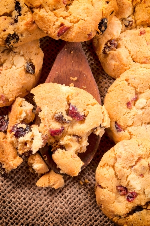 loe: Homemade cookies crumbles on wooden ladle from above