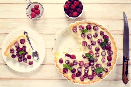 vanilla cake: Sweet tart cake with raspberries from above on the wooden table