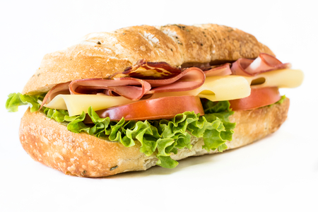 fondo blanco: Cierre hasta ciabatta sandwich con jamón y queso sobre fondo blanco, enfoque selectivo Foto de archivo