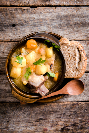 Homemade stew soup with vegetables and beef ribs in the rustic bowl,selective focus and blank space Standard-Bild