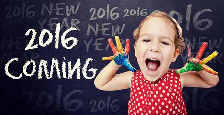 persona feliz: El anuncio Ni�o feliz A�o Nuevo 2016 Foto de archivo
