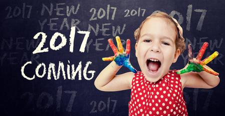 frohes neues jahr: Glückliches Kind Ankündigung New 2017 Jahr