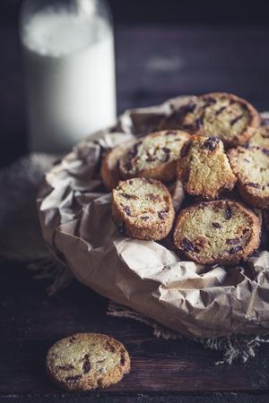 Mini pan con chips de chocolate, enfoque selectivo Foto de archivo - 91380663
