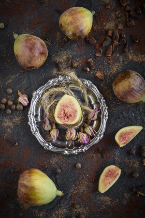 Group of raw figs served on the table,selective focus Zdjęcie Seryjne