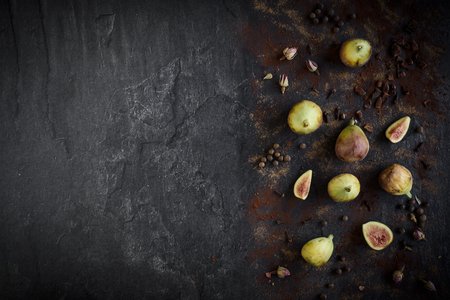 Group of raw figs served on the dark background with blank space,selective focus Zdjęcie Seryjne