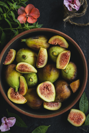 Raw figs served,selective focus Zdjęcie Seryjne