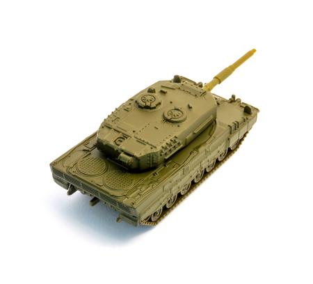 batallón: Foto de tanque de juguete aislado en fondo blanco