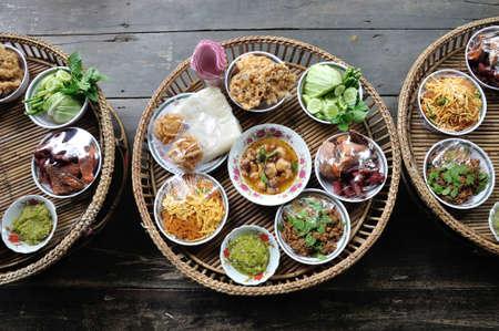 Kantoke, tradicionalmente jogo de jantar era popular no norte da Tail