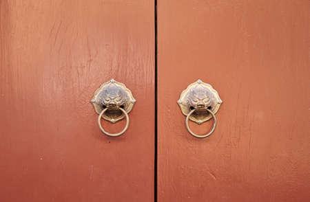 Porta tradicional chinesa com aldrava le