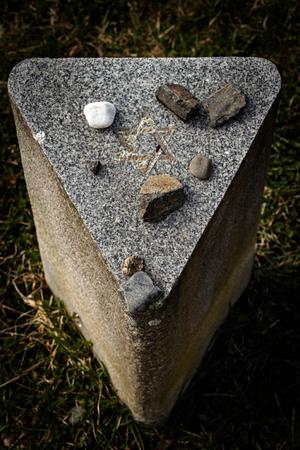 terezin: pietra tombale