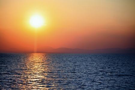 reflexion: Sunset over the ocean. Peaceful scene. Foto de archivo