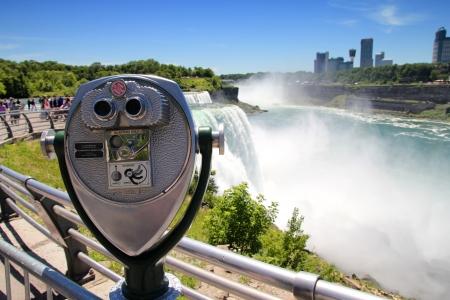 Pay per view binoculars at Niagara Falls