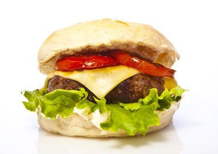 Hamburger au fromage avec tomates et la laitue d'isolement sur le blanc Banque d'images