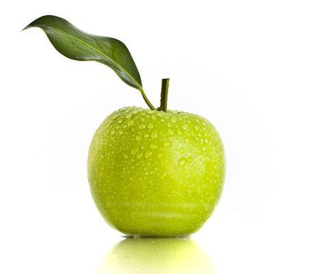 manzana agua: Fresco de verde de Apple, sobre fondo blanco Foto de archivo