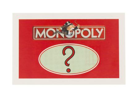 Swindon, Reino Unido - 11 de junio 2014: Inglés Edición de Monopoly que muestra una tarjeta de Chance, El juego del comercio clásico de los hermanos de Parker fue introducido por primera vez a América en 1935.