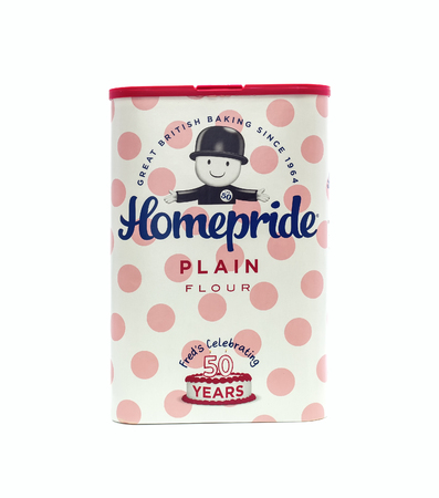 provisions: SWINDON, UK - DECEMBER 28, 2014: Homepride Plain Flour on a White Background. Homepride is a UK food brand, owned by Kerry Group, whos headquarters are in Tralee, Ireland Editorial