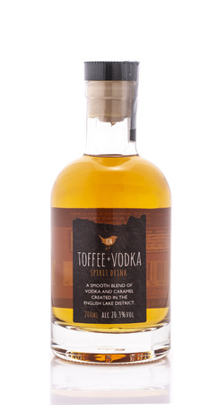 SWINDON, UK - AUGUST 19, 2018: Kin Toffee Vodka on a White Background Publikacyjne