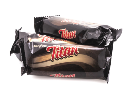 SWINDON, UK - AUGUST 19, 2018: Three Titan Chocolate bars on a White Background Publikacyjne