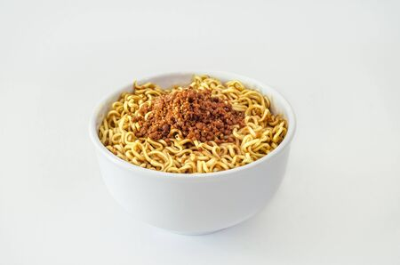 the instant noodles: Fried instant noodles in a white bowl Stock Photo