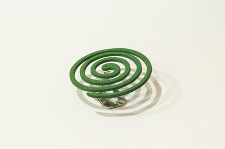 spirale: Green smoke Spule auf weißem Hintergrund Lizenzfreie Bilder