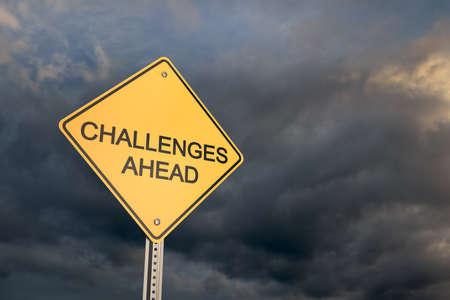 risks ahead: Carretera se�al de advertencia, desaf�os futuros, 3d Foto de archivo