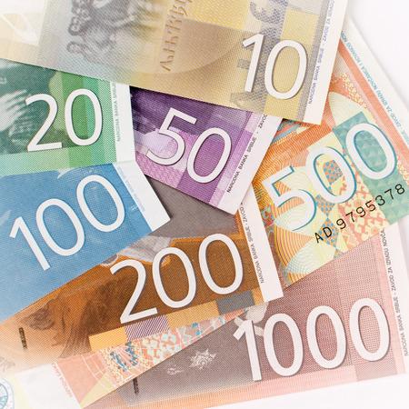 Billets en dinars serbes comme monnaie papier européenne.