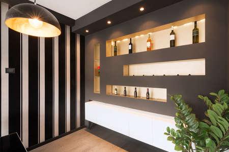 Modern shelf on wall, luxurious home interior design. 報道画像