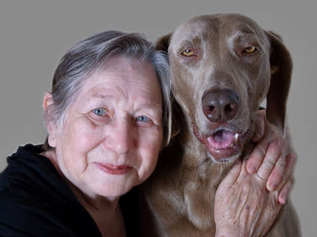 mujeres morenas: Senior woman and dog