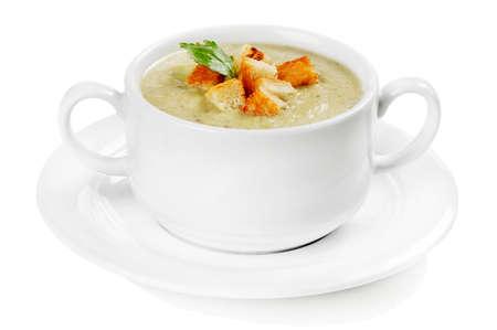 bulion: Kremowa zupa z grzankami na białym tle