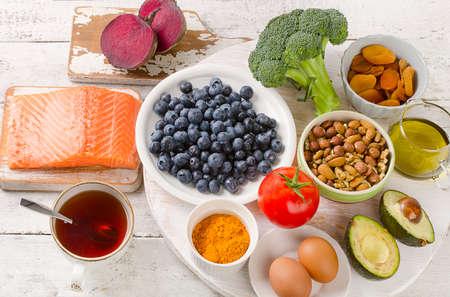 당신의 두뇌를위한 최고의 음식. 건강 한 먹는 개념. 평면도