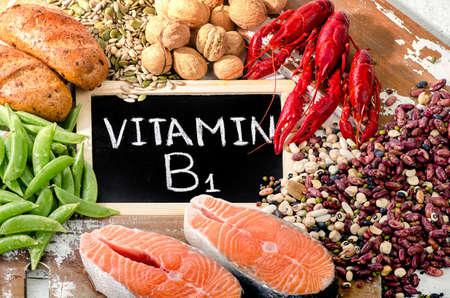 비타민 B1 (티아민)에서 가장 높은 식품. 평면도 스톡 콘텐츠
