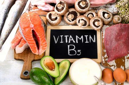 비타민 B5 (판토텐산)에서 가장 높은 식품. 건강 한 먹는 개념. 평면도 스톡 콘텐츠