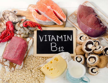 Natuurlijke bronnen van vitamine B12 (cobalamine). Gezond eten. Bovenaanzicht