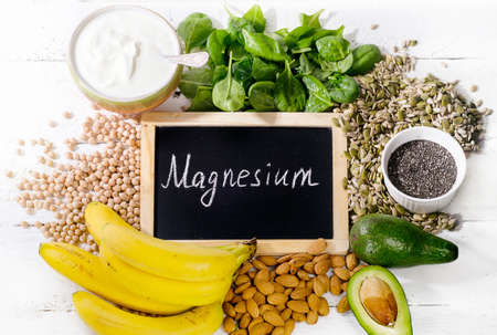 Los productos que contienen magnesio. Concepto de alimentos saludables. Vista superior Foto de archivo